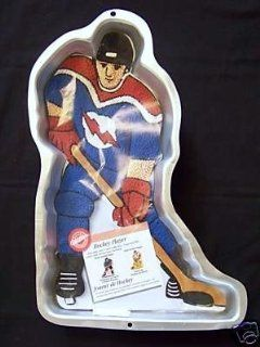 Wilton Cake Pan Hockey Player (2105 724, 1998) Novelty Cake Pans Kitchen & Dining