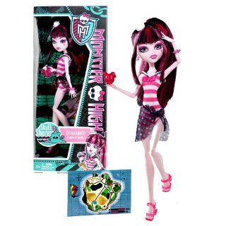 "Mattel Year 2011 Monster High Skull Shores Series 10 Inch Doll   Draculaura ""Daughter of the Dracula"" with Flower Shaped Cup, White Hat, Earrings, Map Card, Hairbrush and Doll Stand (W9180) Toys & Games"